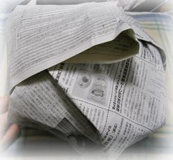 新聞に包まれたお鍋